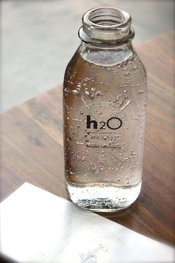 Wasser aus dem Wasserfilter kannst du in einer Glasflasche transportieren.