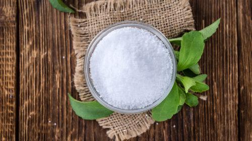 Mit Stevia kannst du Speisen und Getränke süßen, ohne dafür ungesunden Zucker oder gesundheitsschädliche Süßstoffe zu benutzen.